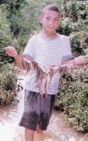 Bambino con i pesci